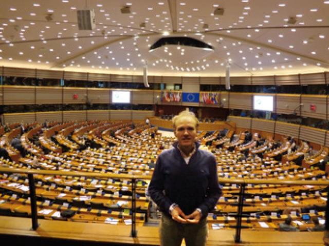 Tim wasvoor Most Magyarul! Hongarije Magazine mee naar het uitstapje naar Kati piri in Brussel