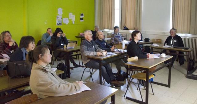 Gebiologeerd kijken en luisteren de bezoekers naar de natuurpresentatie door Eric Van Cauwenberge