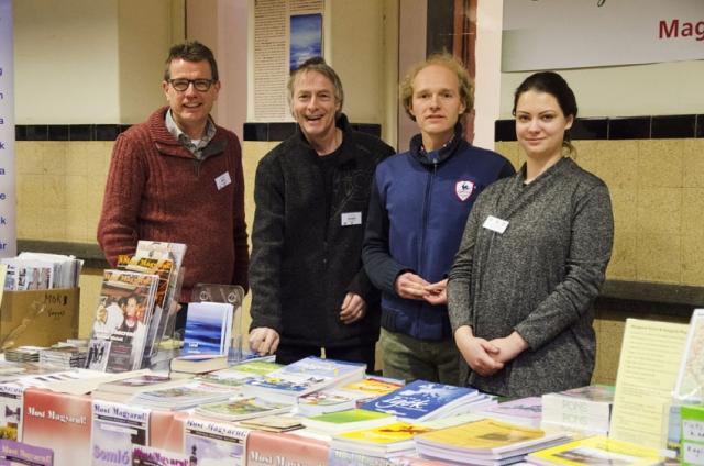 Wim Kersbergen, Edwin van Schie, Tim Baas en Mónika Jónás in de stand van Most Magyarul! Hongarije Magazine en de Hongaarse School op HUNGAROMANIA 2018