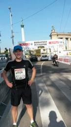 Tim Baas liep de marathon van Budapest